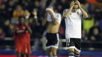 C​hampions League: Valencia es eliminado tras caer 0-2 ante Lyon [VIDEO]