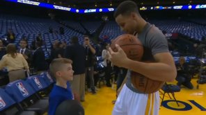 ​YouTube: Niño sorprende a Stephen Curry previo a juego de NBA [VIDEO]