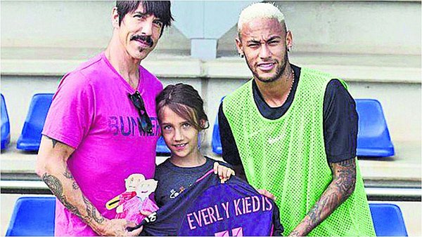 ​Neymar se junta con vocalista de los Red Hot Chili Peppers / Foto: twitter