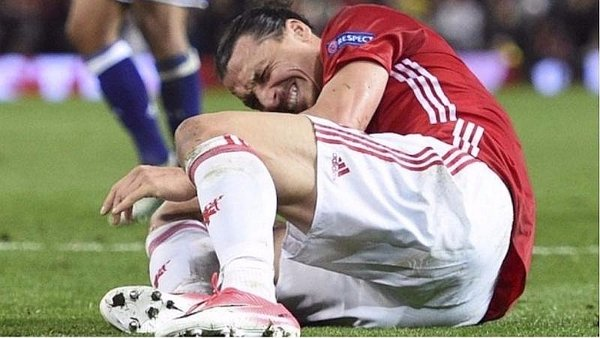 Zlatan Ibrahimovic sufrió terrible lesión en la Europa League [VIDEO]