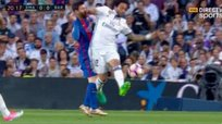 Real Madrid vs. Barcelona: Lionel Messi sufre codazo de Marcelo