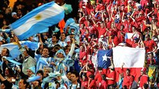 Argentina vs. Chile: Hinchas se pelean en plena entrevista de TV [VIDEO]
