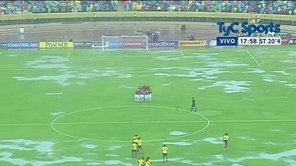 Eliminatorias: Ecuador y Bolivia juegan en cancha inundada [VIDEO]