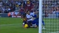 Hubo penal de Adriano en victoria 2-1 de Barcelona vs Real Madrid? [VIDEO]