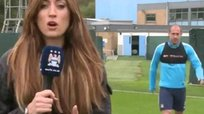 Premier League: Jugadores de Manchester City juegan bromas a periodista [VIDEO]