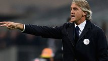 YouTube: Roberto Mancini y el obsceno gesto a los hinchas del Inter [VIDEO]