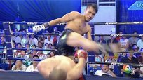 Muay  Thai: Peleador evita golpe con movimiento espectacular [VIDEO]