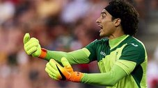 Memo Ochoa asombra en Bélgica: doble atajada en su debut [VIDEO]
