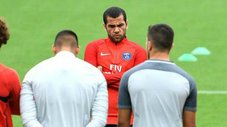 PSG: Dani Alves podría ausentarse por terrible tragedia familiar