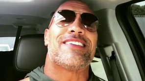 Mayweather vs McGregor: The Rock será parte de la narración