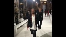 Neymar y Dani Alves en un divertido desfile de moda en Paris [VIDEO]
