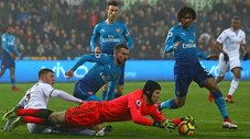 El terrible bloopler de Cech que le costó la derrota al Arsenal [VIDEO]