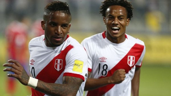 Jefferson Farfán 'trolea' a André Carrillo por su nuevo 'look'