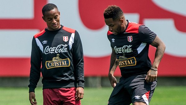 André Carrillo bromeó con Jefferson Farfán a lo 'Melcochita' [VIDEO]