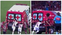 Jugadores de Flamengo y Vasco empujan ambulancia en pleno partido [VIDEO]