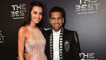 Dani Alves remeció Instagram modelando con los tacos de su esposa [VIDEO]