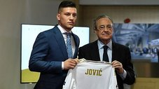 Real Madrid presentó a Luka Jovic en el Santiago Bernabéu | VIDEO